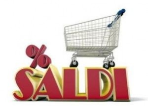 Carrello da supermercato sopra alla scritta &quot;Saldi&quot;