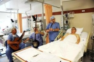 Musicoterapia al Memorial Hospital di Istanbul, Turchia