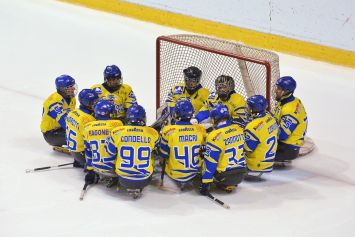 Tori Seduti di Ice Sledge Hockey