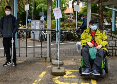 Persona con disabilità con mascherina (©PHILIP FONG/AFP via Getty Images)