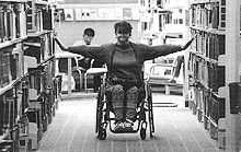 Persona con disabilità in biblioteca