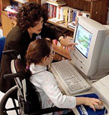 Disabile al computer