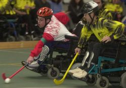 Fase di gioco di wheelchair hockey