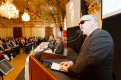 Yannis Vardakastanis, il presidente dell'European Disability Forum (EDF), interviene alla Conferenza di Vienna