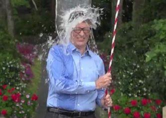 """Bill Gates aderisce all'iniziativa del """"secchio di acqua gelata"""""""