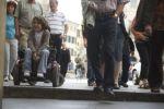 Una delle foto di Matteo Lavazza Serranto che compongono la mostra sulle barriere promossa dalla UILDM di Udine