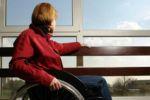 Una giovane donna con una forma grave di sclerosi multipla