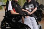 Due giovani affetti da distrofia muscolare di Duchenne
