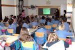 Una classe di scuola con un numero eccessivo di alunni
