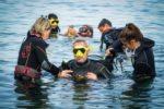Immersione in mare con le istruttrici di HSA Italia