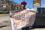 Una delle tante persone che hanno partecipato il 27 giugno alla manifestazione di Ladispoli (Roma)