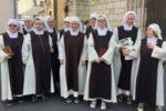 Il gruppo delle Piccole Suore Discepole dell'Agnello di Le Blanc (Francia), otto delle quali sono persone con sindrome di Down