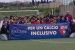 """Una bella foto di gruppo, tutta dedicata al progetto sassarese """"Per un calcio inclusivo"""""""