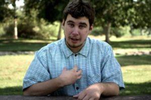 Un giovane con disturbo del neurosviluppo
