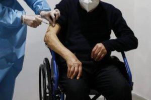 Vaccini subito, in tutte le Regioni, alle persone con disabilità e ai caregiver!