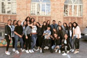 Foto di gruppo per Mattia e la sua classe, subito dopo l'Esame di Maturità