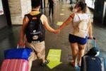 Una delle coppie di fidanzati in partenza per il soggiorno vacanza organizzato dall'AIPD