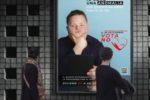Il manifesto affisso a San Marinmo, in cui un gioovane con sindrome di Down viene definito come «una anomalia»